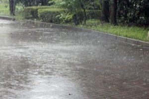 ゲリラ豪雨の前兆と外出先で遭遇したら取るべき行動