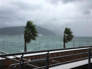 台風のとき風が強い場所はどちら側?通り過ぎた後にも要注意