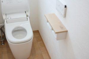 トイレの床にじわじわと水漏れが広がる原因は?放置するのは危険?
