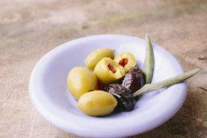 オリーブの実の種を取る方法!家にある道具で見栄え良く種を取ろう
