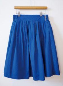 スカートの正しいハンガーへのかけ方は?型崩れしにくい方法はこれ!