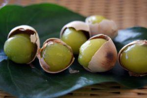 ギンナンは生で食べると危険?安全な調理の仕方と殻や薄皮の剥き方