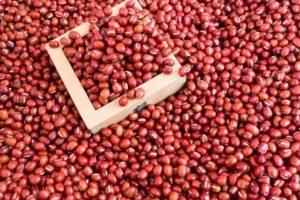 小豆をいくら煮ても硬い…原因と煮崩れせず柔らかくおいしく煮る方法