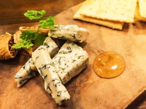 ブルーチーズとゴルゴンゾーラの違いは何?