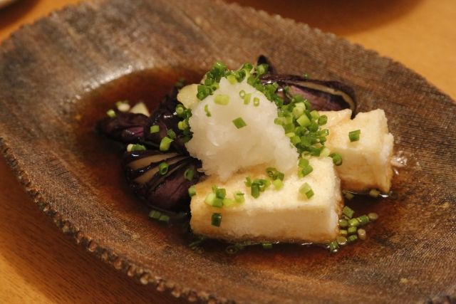 揚げ出汁豆腐に使うのは小麦粉?片栗粉?どっちが正解?
