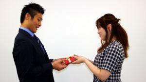 【女性心理】女性がお菓子をあげるのはその男性に好意があるから?