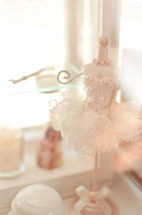 ウェディングドレスを着るのに脇汗のシミが心配…対策は出来る?