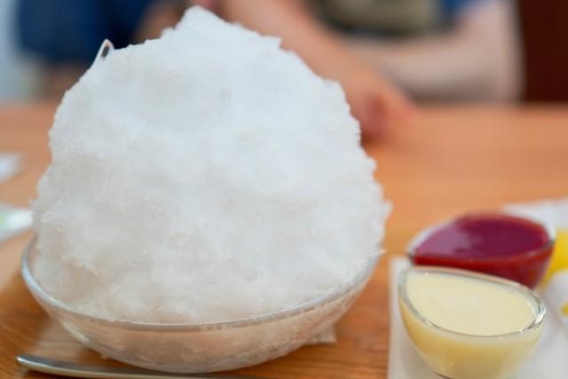 かき氷を自宅でかき氷機なしでふわふわ食感に手作りする方法