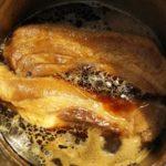 豚の角煮を作ったけど照りが出ない…どうすれば色濃くつやつやになる?