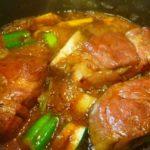豚の角煮を作る時にオカラやネギを入れるのはどうして?