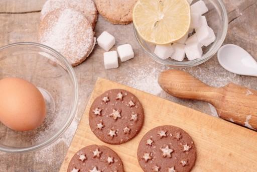 お菓子作りに普通のお砂糖ではなくグラニュー糖を使うのはなぜ?
