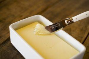 バターをマーガリンで代用できる?量は変わるの?味はどう違う?